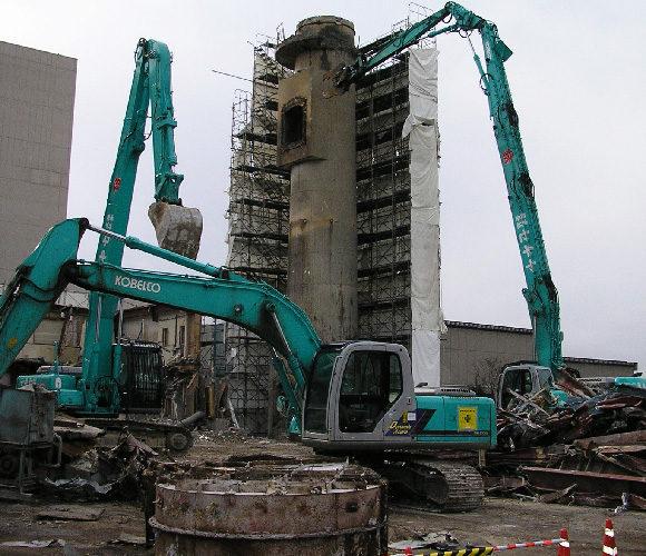 ダイオキシン除染後の焼却炉解体の写真